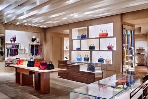 New-Louis-Vuitton-store-Heathrow-december-2014-2