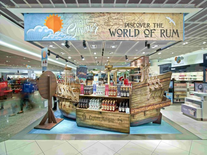 Hello Summer! Heinemann brings holiday mood to airports across Europe