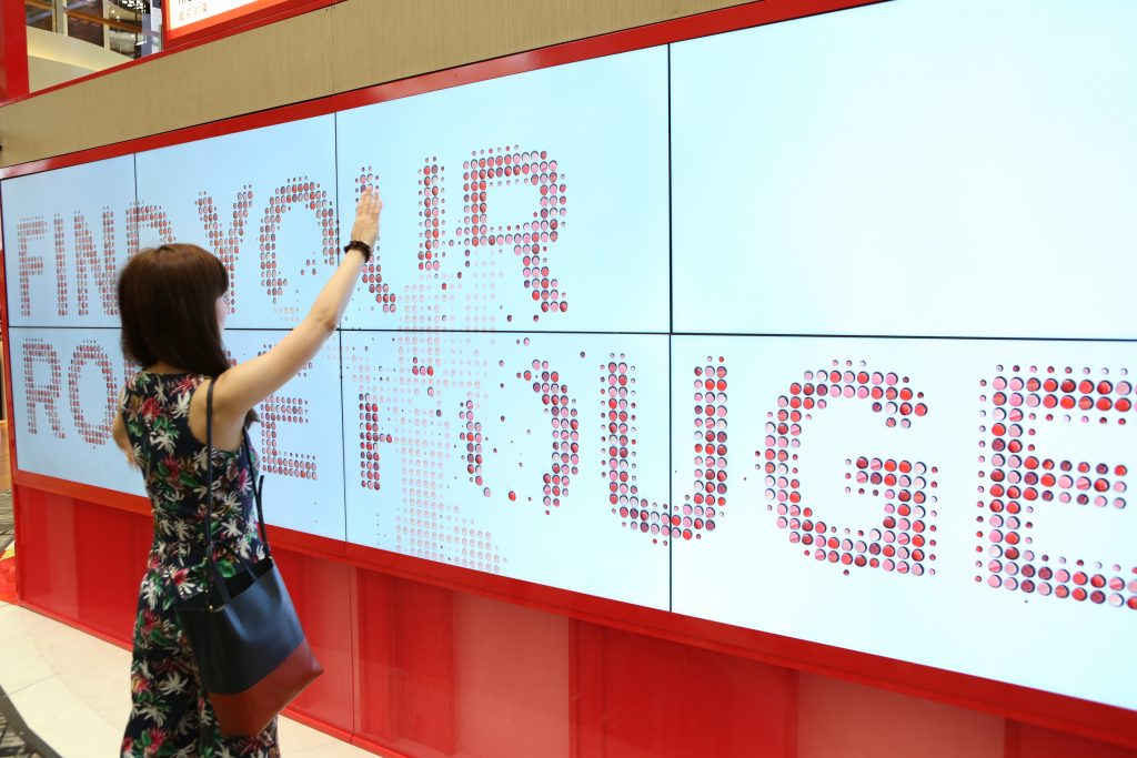 Shiseido Rouge Rouge Changi T3 - motion-sensing digital wall