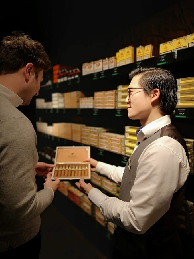 "Amsterdam Schiphol's Exquisite store awarded ""Habanos Specialist"" seal"