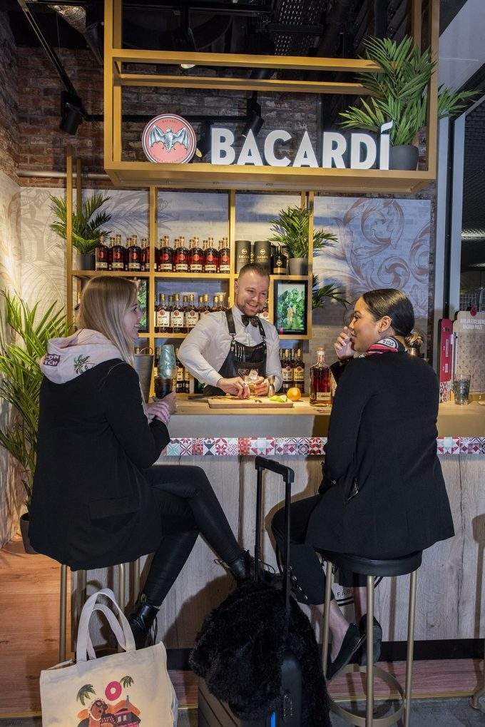 Salud Amsterdam! Bacardí brings the art of cocktail-making to Schiphol Airport