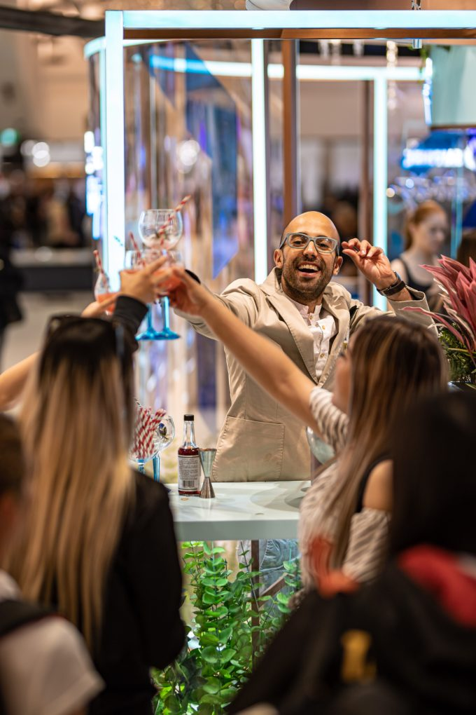 Bombay Sapphire springs into summer at Sydney Airport