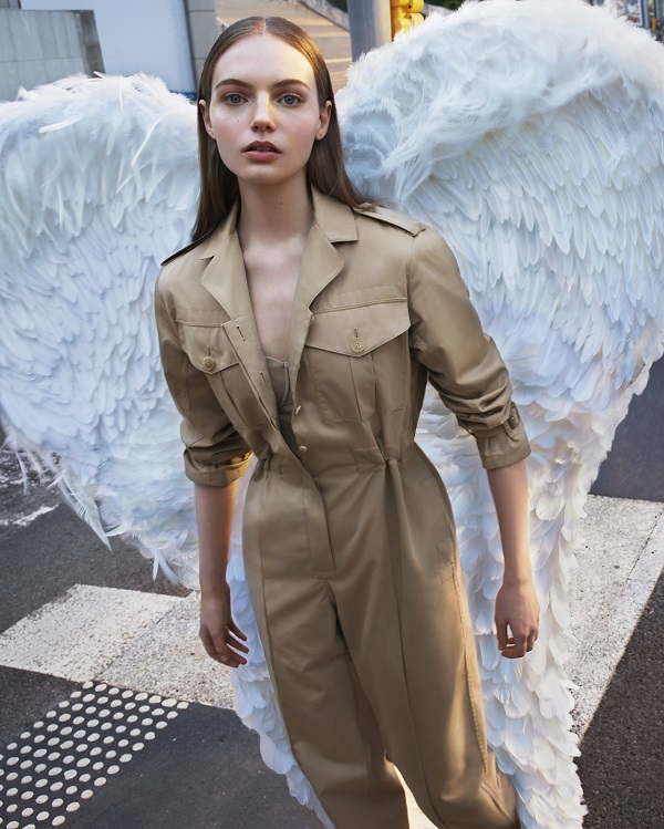 Angelic Fran Summers stars in new Burberry Her campaign